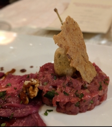 Deer tartar with a fried caper apple.
